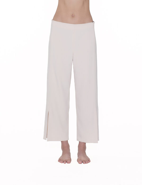 Pantaloni con spacchi