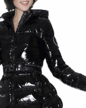 Piumino glossy con cintura lungo
