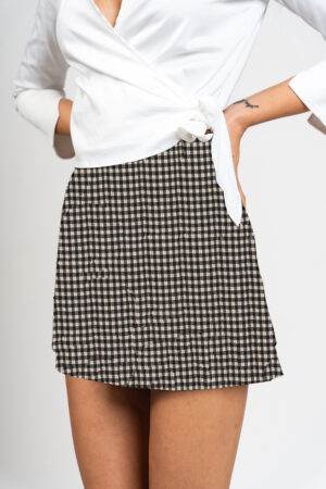 Skirt with short checkered pattern