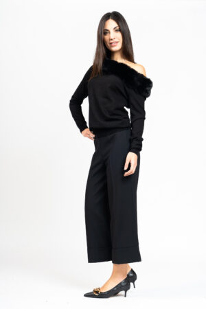 Boat neckline sweater with fur