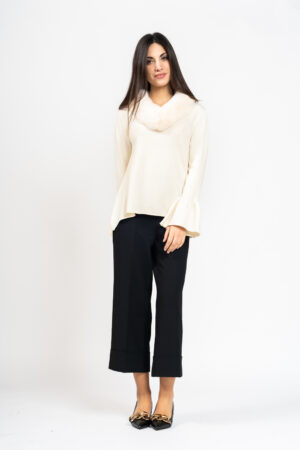 V-neck sweater with fur